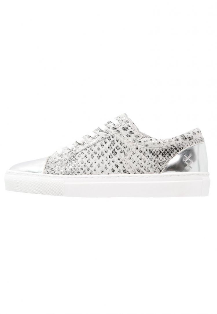 PRODUCT_IMAGE Boom Bap GO GO Sneakers laag white snake silver