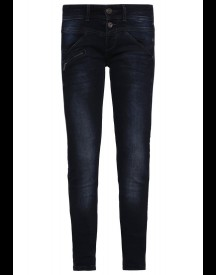 Freeman T. Porter COREENA Slim fit jeans emblem